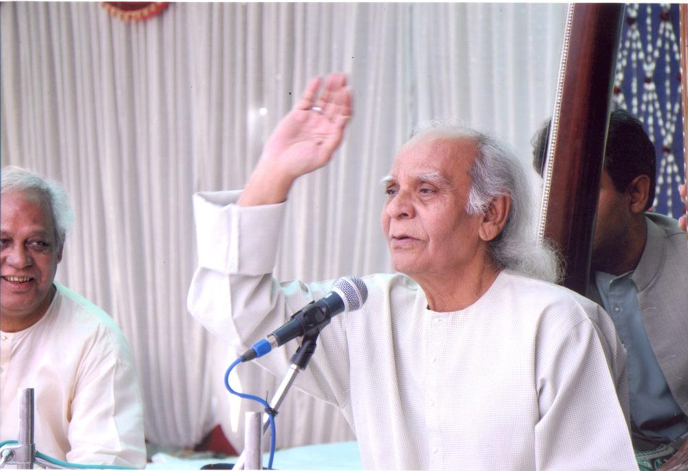 Ustad Hussain Sayeeduddin Dagar with his sons Aneesuddin and Nafisuddin Dagar pakhavaj Shrikant Mishra